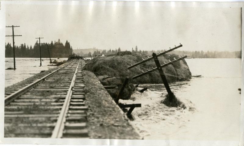 Image of the flood near Jefferson, Oregon.