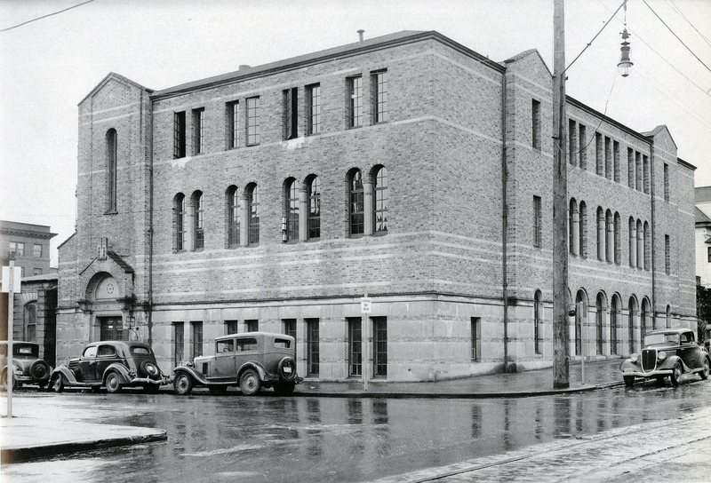 albany college portland branch leased from temple beth israel at sw 13th and main.jpg