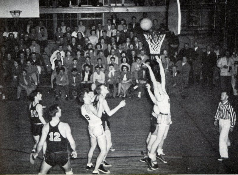 1949 Voyageur Varsity Basketball team LC vs Willamette.jpg
